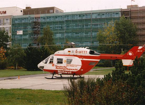 """Abermals die BK 117 """"D-HTTT"""", hier aber kurze Zeit später am 01. September 1998, in Cottbus am CTK im Einsatz"""