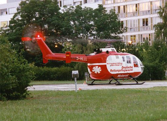 Mit dieser Lackierung verabschiedete sich die DRF aus dem 20. Jahrhundert, wobei das Foto die D-HLLL am Cottbuser Klinikum zeigt; die Aufnahme entstand am 01. Juli 1999