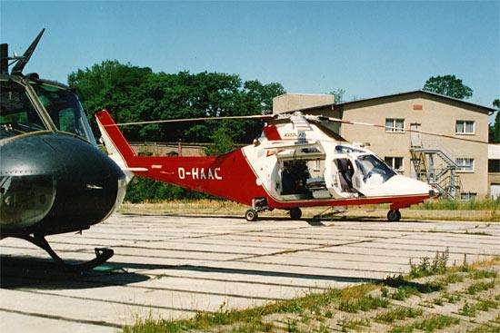 Vielfalt bei den Hubschraubern der DRF-Teampartner, hier die D-HAAC