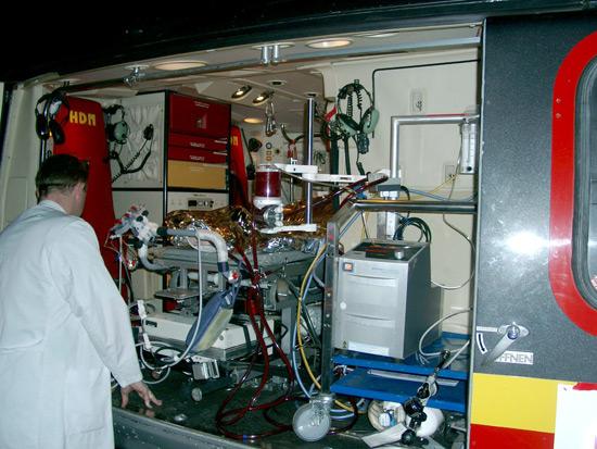 Medizinisch gibt es sehr anspruchsvolle Aufgaben für die Thüringer Luftretter, hier eine ECMO am Klinikum Bad Berka im Nachteinsatz.