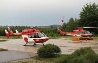 Bell 412 (rechts) und BK 117 im Design der DRF