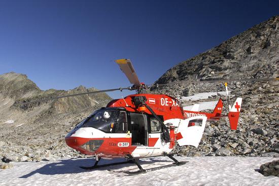 Der RK-1 stellt mit seiner Rettungswinde ein Unikat in Österreich dar. Beachte bei diesem Foto das Farbspektrum des Himmels!