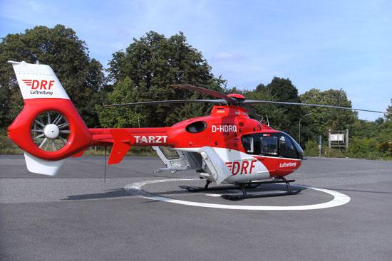 """""""Christoph 18"""" trägt derzeit noch das rot-weiße Farbkleid der DRF Luftrettung. Bald wird sich das ändern."""