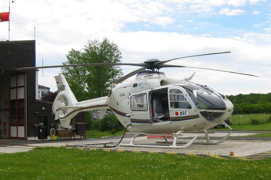 Die DRF begann in Ochsenfurt wie ihr Vorgänger mit einer BO 105, stellte aber zügig auf die (damals) neue EC 135 um. Dies behielt sie auch bei wenn dafür externe Ersatzmaschinen nötig waren (s. Foto)