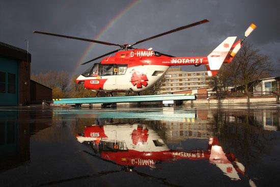 Ein kurzer Regenschauer mit ein paar Sonnenstrahlen ermöglicht dieses Farbenspiel auf der Landeplattform der Rendsburger Station