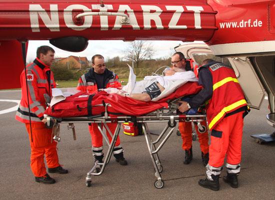 Die Übergabe am Krankenhaus verläuft zügig und ohne Komplikationen