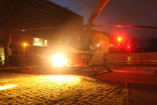 """Nächtliche Landung von """"Christoph 42"""" am Unfallkrankenhaus Eppendorf"""