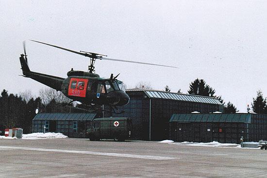 """Februar 2003: Abflug der Bell UH-1D als """"SAR 75"""""""