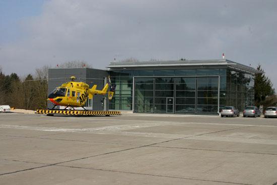Die BK117 fliegt seit dem 01.04.2003 - dadurch musste auch der Hangar umgebaut werden