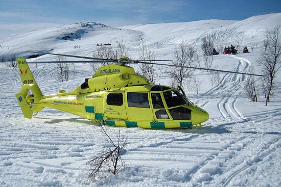 Rettungshubschrauber Gällivare, hier die JIA im Gebirge an der norwegischen Grenze im Tiefschnee