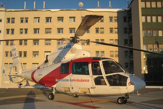 OLE ist unsere Ersatzmaschine und in Norwegen registriert. Scandinavian AirAmbulance ist in der Luftrettung in         Norwegen, Schweden und Finnland aktiv. OLE muss überall hin. Hier steht OLE auf dem Dachlandeplatz der Uniklinik in Umeå