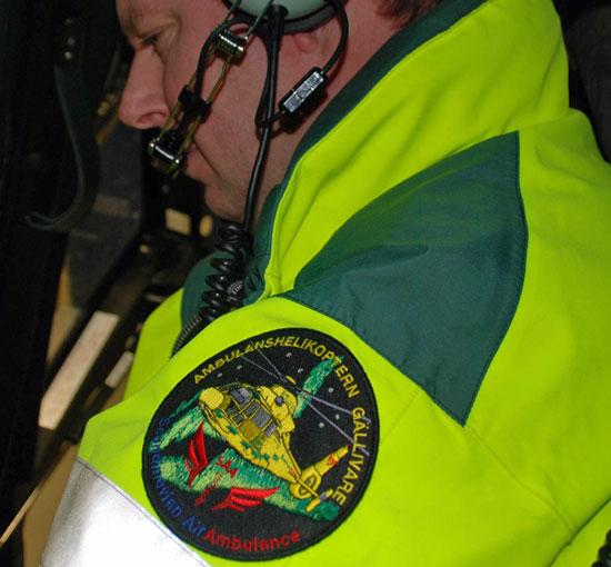 Einer der Piloten. Die schwedischen Luftretter aus Gällivare tragen auf ihrer Einsatzkleidung einen Patch, der Nordlichter (aurora borealis) zeigt