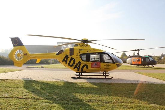 Bevor der Tag der offenen Tür um 10 Uhr offiziell eröffnet wurde, konnte man kurz vor 8 Uhr die Hubschrauber im Morgentau eindrucksvoll ablichten