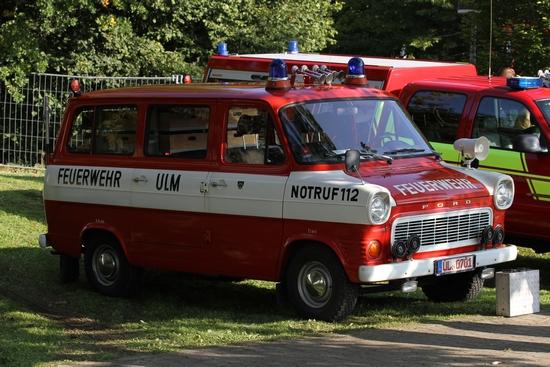 Schnellrettungsfahrzeug der Ulmer Feuerwehr. Im Jahr 1973 wurde dieser auf Basis eines Ford Transit als erstes Fahrzeug in Deutschland in Dienst gestellt
