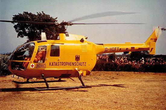 Zivilschutzhubschrauber im Einsatz: In den 70er Jahren bestimmte Gelb das Farbbild