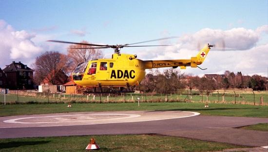 1998: Als die EC-135-Springermaschinen noch knapp waren, musste auch schon einmal die bewährte BO-105 aushelfen