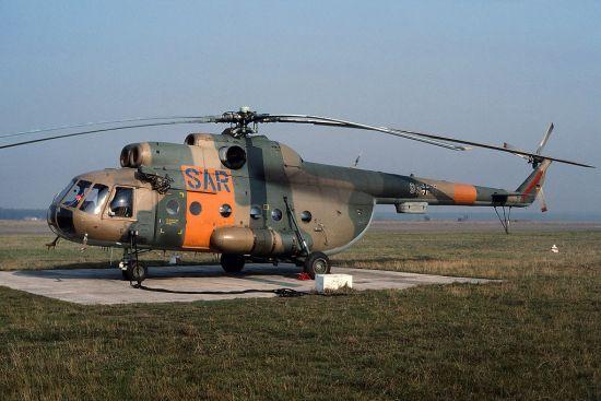 Auch die große Mil Mi-8T kam in Brandenburg zum zivilen Einsatz, allerdings nicht mehr vom Landeplatz im Stadtgebiet aus; hier 1990 in Briest
