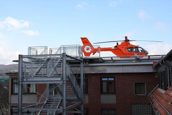 Ein zweiter Rettungsweg in Form einer breiten Notfalltreppe wurde ebenfalls installiert