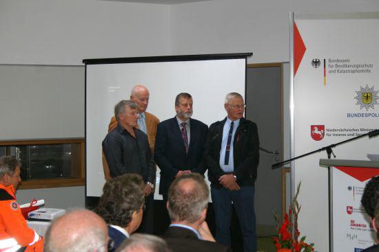 Pioniere und langjährige Gestalter (v.r.n.l.): Pilot H. Czichos, Pilot G. Barwig, Hubschrauberarzt C.-J. Kant und Rettungssanitäter F. Seiler