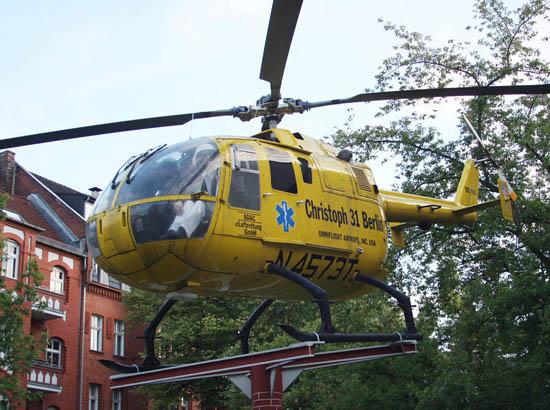 """Seit Anfang 2007 steht die BO 105 der """"Omniflight Airways"""" als Denkmal am Feuerwehrmuseum Berlin"""