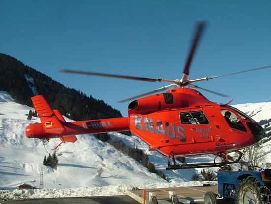 MD 900 beim Einsatz in den österreichischen Alpen (Knaus Luftrettung)