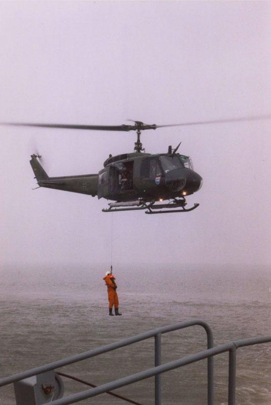 Nach unterschiedlichen Angaben gab es etwa 30-40 UH-1D in der Luftwaffe mit Schwimmer-Verkabelung. Obwohl eigentlich Arbeitsbereich der Marineflieger, kam bei Flügen über See mit der UH-1D kein Konkurrenzdenken auf.