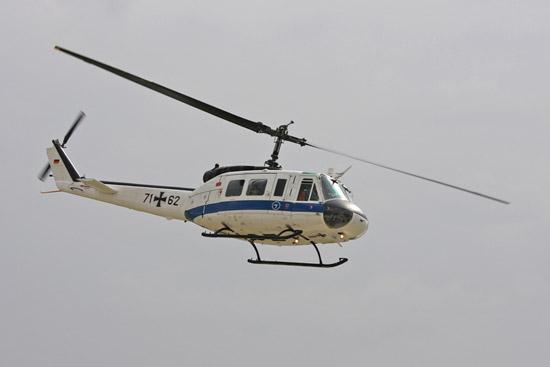 Nachdem diese Maschine bei der Flugbereitschaft des Bundesverteidigungsministeriums nicht mehr benötigt wurde, erhielt sie eine Gnadenfrist als Versuchsträger bei der Wehrtechnischen Dienststelle 61 in Manching. Die Einstiegshilfen sind demontiert.