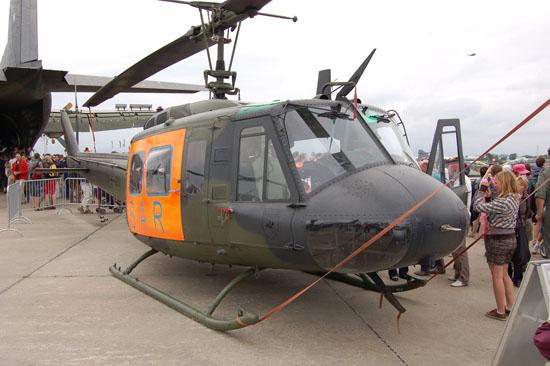 """In den letzten Jahren erschienen selbst die Verbandswappen zu bunt und man brachte das Wappen bei Maschinen der LTGrp 62 in einer """"low-visibility-Variante"""" nur noch schemenhaft auf"""