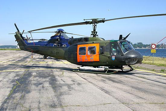 """Die Hubschraubertransport-Staffel des LTG 63 ist aus der alten """"Seestaffel"""" des HTG 64 hervorgegangen und beherbergte die für den Gebrauch von aufblasbaren Notschwimmern ertüchtigten UH-1D"""