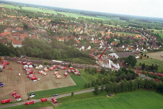 Beim Zugunglück in Eschede 1998 war die Bundeswehr mit mehreren SAR-Hubschraubern von Rettungszentren und Kommandos sowie weiteren SAR-Mitteln zweiten Grades vor Ort