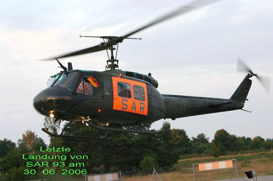 """Am 30.06.2006 war endgültig Schluss mit der zivilen Rettungsfliegerei in der Bundeswehr. Als letztes Rettungszentrum wurde der """"SAR 93"""" in Neustrelitz in die Hände der ADAC-Luftrettung GmbH übergeben."""