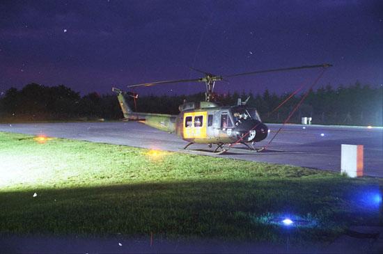 """Fliegen, wenn andere schlafen: die Luftwaffe bot bereits vor einigen Jahrzehnten im Rahmen des SAR-Dienstes die Luftrettung auch bei Nacht an, hier der """"SAR 81"""" in Laage"""