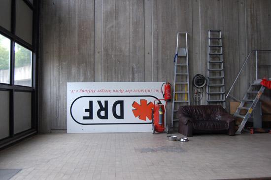 Im September 2008 wurde die Rechtsform des DRF e. V. geändert, was auch Änderungen beim Corporate Design zur Folge hatte (hier das alte DRF-Logo der Leonberger Station)