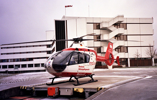 Die D-HYYY war 1996 einer der ersten Rettungshubschrauber auf Basis der EC 135