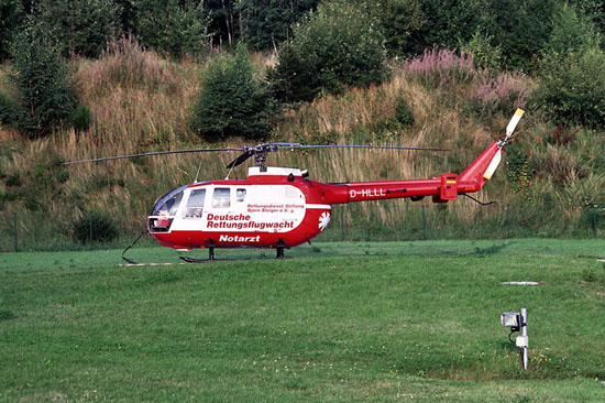 Am 1. Januar 1994 löste die BO 105 der DRF e. V. die Robinson R 22 ab (hier die D-HLLL)