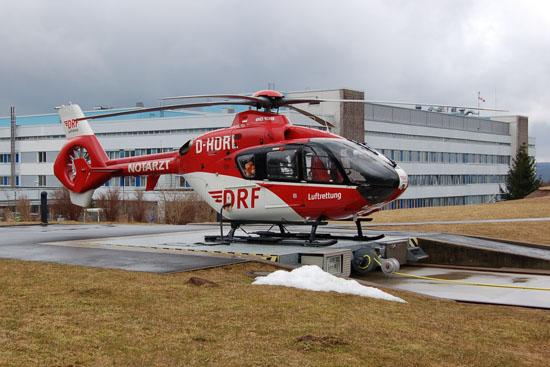 """Stellt nun seit genau 20 Jahren die Luftrettung in Südthüringen sicher: der am Zentralklinikum Suhl stationierte RTH """"Christoph 60"""" (hier die EC 135 mit der Kennung D-HDRL)"""