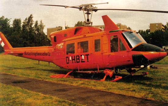 """Die D-HBZT war die Bremer Standortmaschine, währendessen die Schwestermaschine mit der Kennung D-HBZS in der Regel ihren Dienst als """"Christoph 12"""" in Eutin versah"""