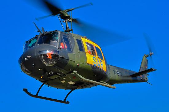 """Erinnerte im Sound und im Look an vergangene Zeiten: die Bell UH-1D der Bundeswehr (hier der """"SAR 41 Nörvenich"""" mit der Kennung 70+73) als Gast beim Tag der offenen Tür im BwZKrhs Koblenz"""