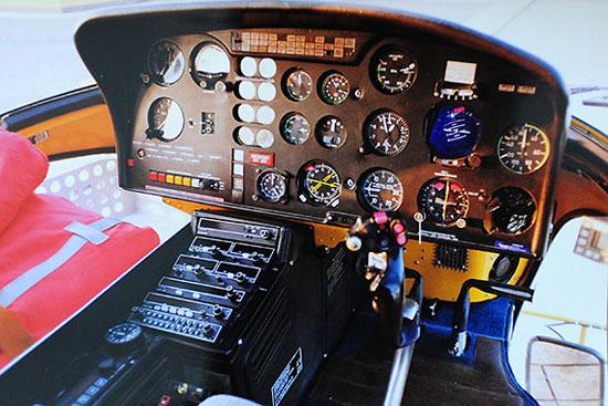 Cockpit von Christophorus 2 – damals noch ein Helikopter vom Typ Ecureuil