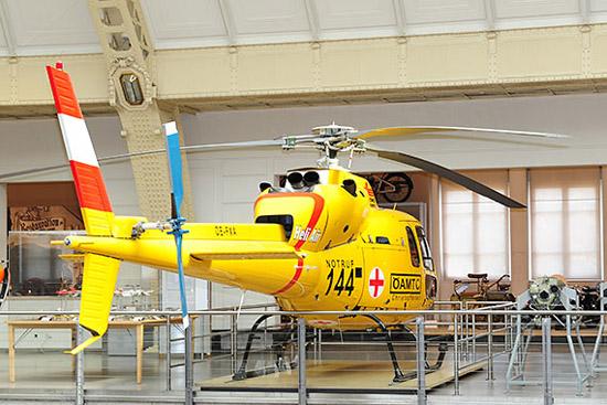 """Die OE-FXA wurde nach ihrer Bruchlandung (Insider sprechen bis heute schmunzelnd davon, dass der Pilot eine """"vorgezogene Typenbereinigung"""" durchgeführt habe) von Schülern der Fachschule für Flugtechnik in Langenlebarn für das Museum aufbereitet"""