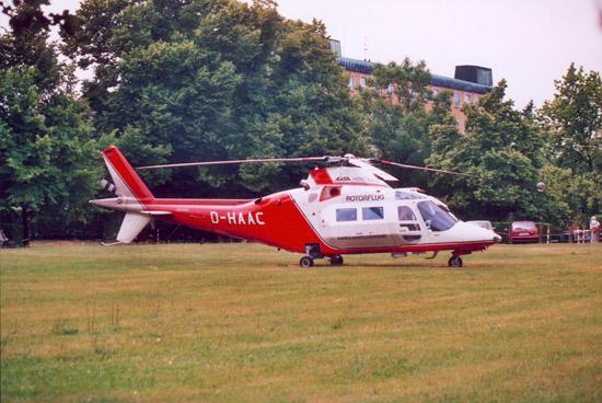 Als erstes kam eine A 109C MAX in Rostock zum Einsatz. Diese Variante war speziell für den Rettungsdienst optimiert und verfügte eine verbreiterte Kabine und nach oben schwenkende Blistertüren