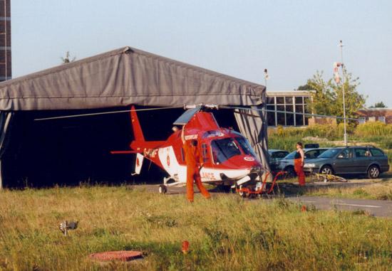 """Zunächst war """"Akkon Rostock 15-84-01"""" im Garten des Klinikums Südstadt in einem provisorischen Zelthangar untergebracht"""