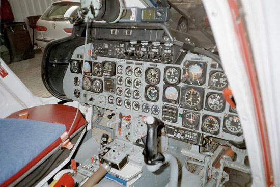 Außen: zeitlose Eleganz. Innen: eher rustikale Ausstattung im Cockpit