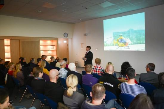 """Der Ltd. Hubschrauberarzt des """"Christoph 8"""", Prof. Dr. med. Wolfram Wilhelm, eröffnete das Notfall-Symposium"""