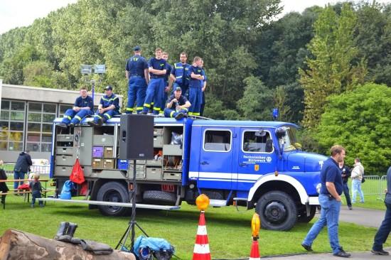 Das THW zeigte sich nicht nur mit seinen Fahrzeugen, sondern beteiligte sich an der Veranstaltung auch mit der Durchführung eines eigenen Übungsszenarios