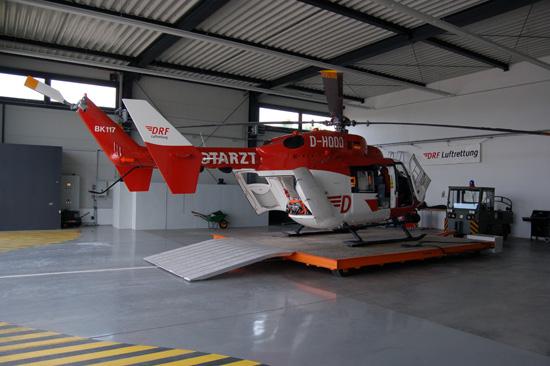 Der geräumige Hangar bietet genügend Platz für die Maschine und lässt beispielsweise auch Wartungsarbeiten im Warmen zu