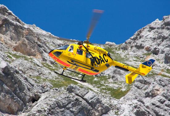 Christoph Murnau im Einsatz: Die BK 117 (D-HBKK) im Sommer 2010 in der Nähe der Knorrhütte im Zugspitzgebiet (2052m)