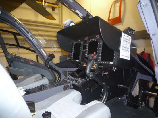 Im Cockpit erkennt man einen der wesentlichen Unterschiede gegenüber dem Vorgängermodell BK117