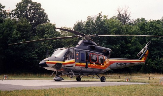Anfangs Standard bei den Bell 412 des HDM: Das Radfahrgestell. Hier der ITH aus Regensburg am alten Landeplatz in Erlangen.
