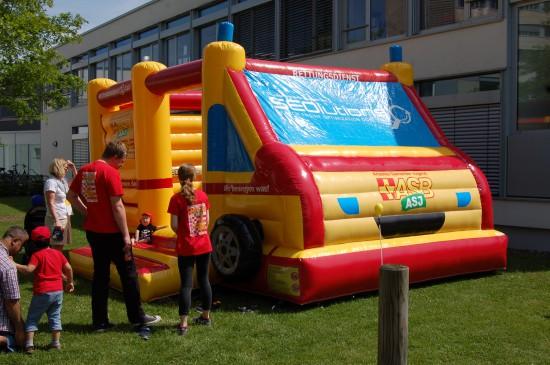 Bei Kindern sehr beliebt: die Hüpfburg der Arbeiter-Samariter-Jugend